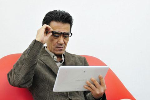 40代になって視力の衰えた人