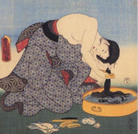 江戸時代の女の人が糠で髪を洗っているところ