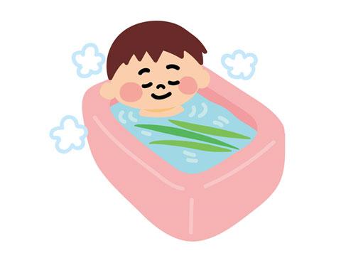 ゆっくり湯船につかって疲労を回復している人