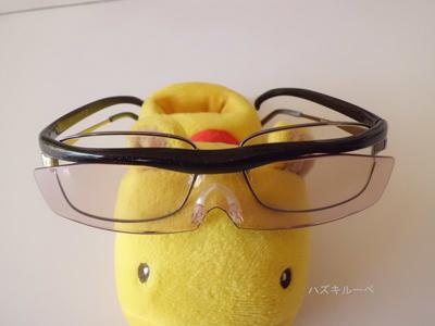 ハズキルーペコンパクトとメガネを重ねたところ