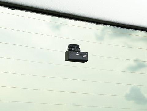 ZDR-015のリアカメラをリアガラスに取り付けたところ