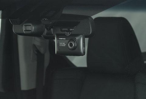 ZDR-015フロントカメラをフロントガラスに取り付けたところ