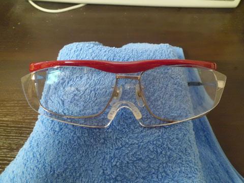 老眼鏡とハズキルーペを重ね掛け